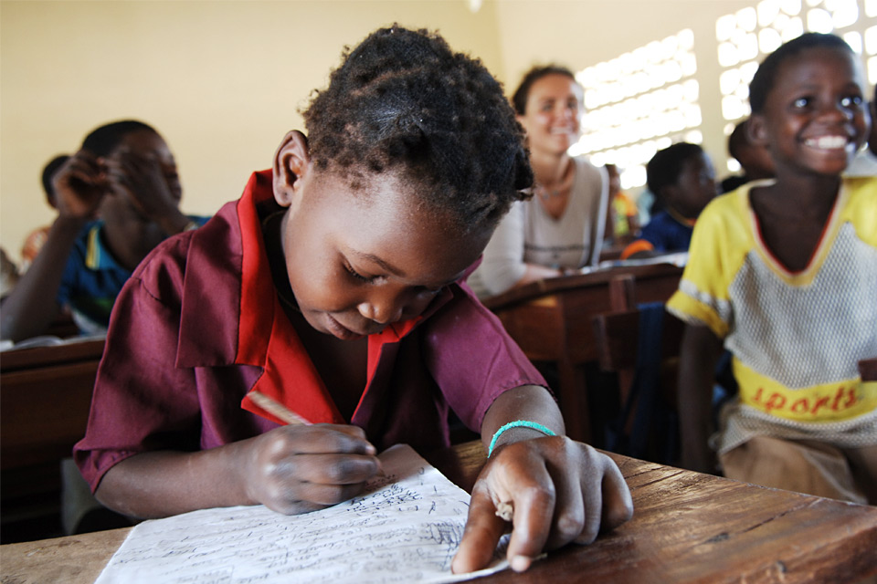 Grundschülerin in Mangalaze